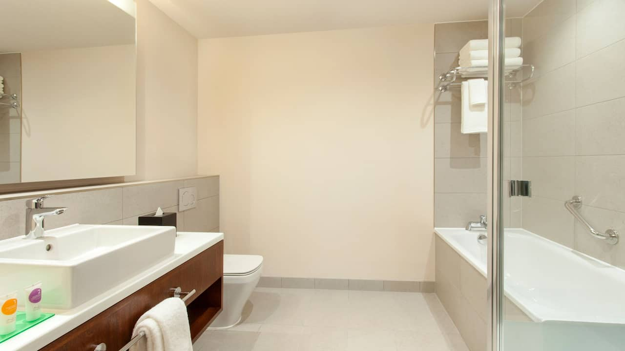 Rooms and Suites in West London | Hyatt Place West London/Hayes