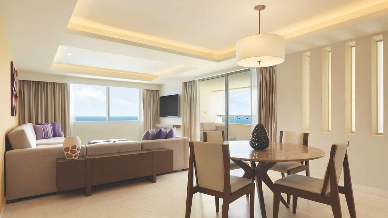 Club Two Bedroom Oceanfront Suite Dining Room