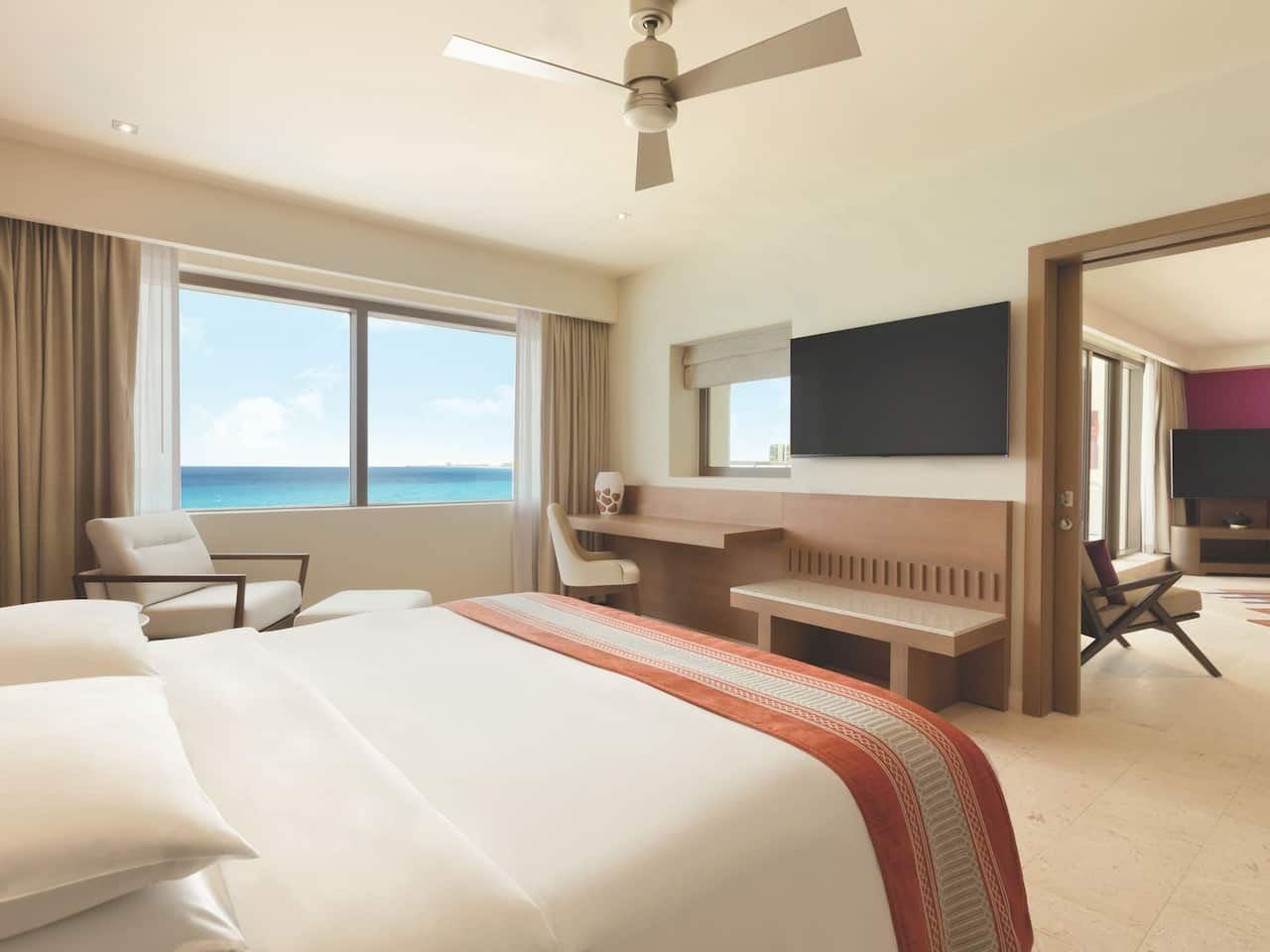 Club Oceanfront Corner Suite Bedroom