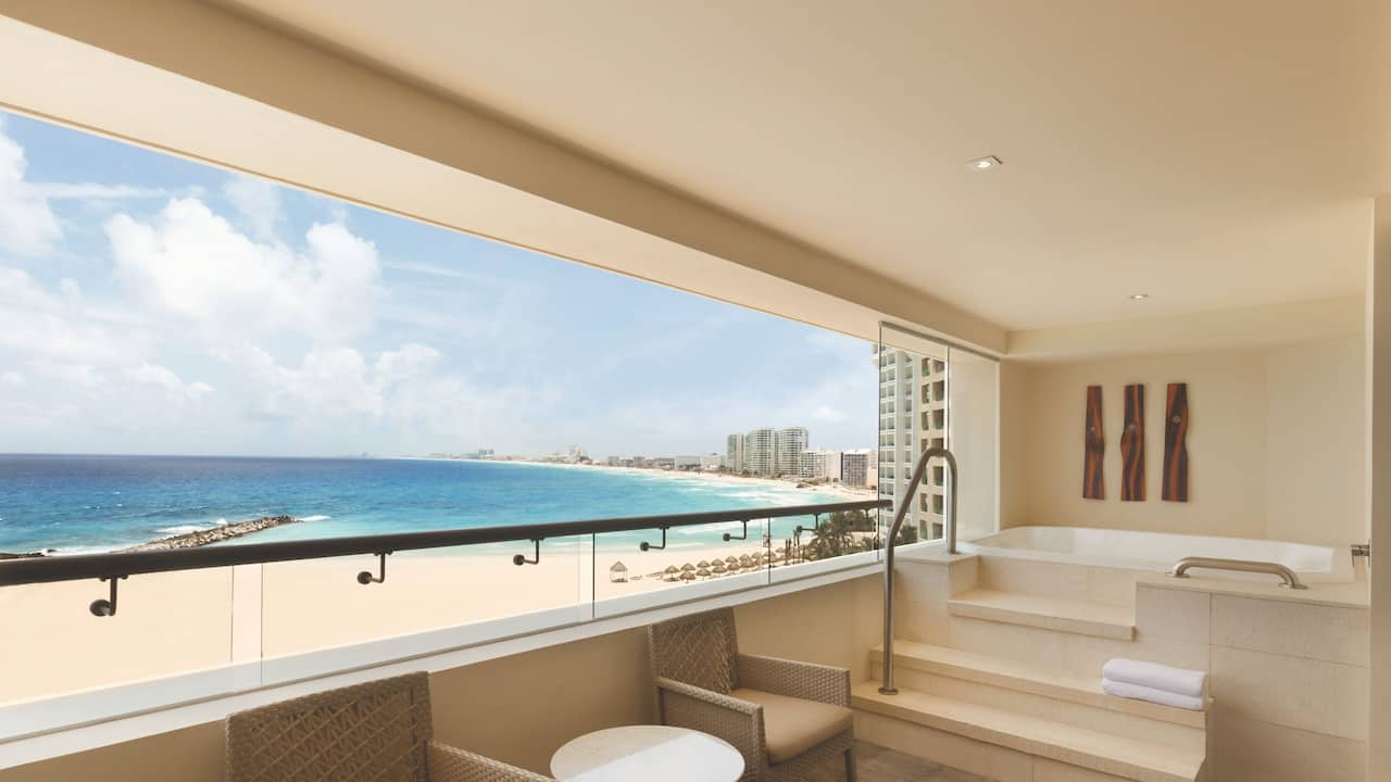Club Oceanfront Corner Suite Balcony