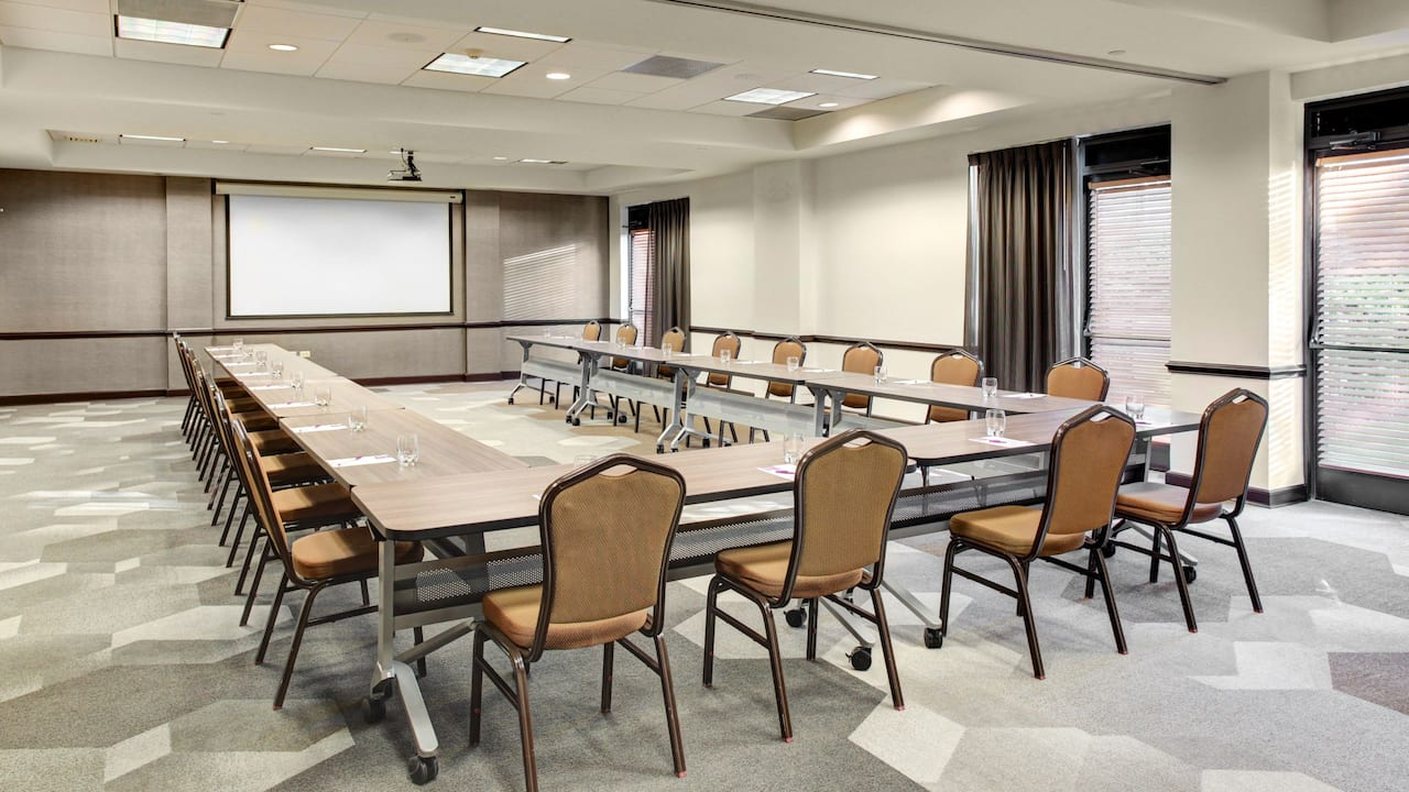 u-shape business meeting room