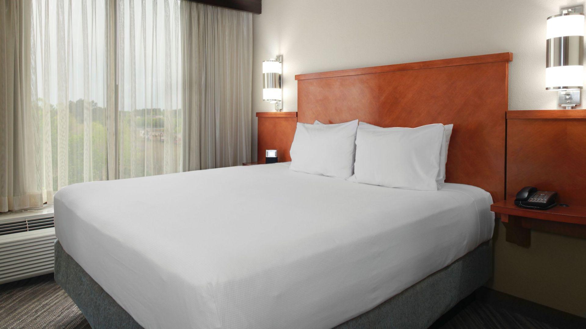 modern mason oh hotel near kings island hyatt place. Black Bedroom Furniture Sets. Home Design Ideas