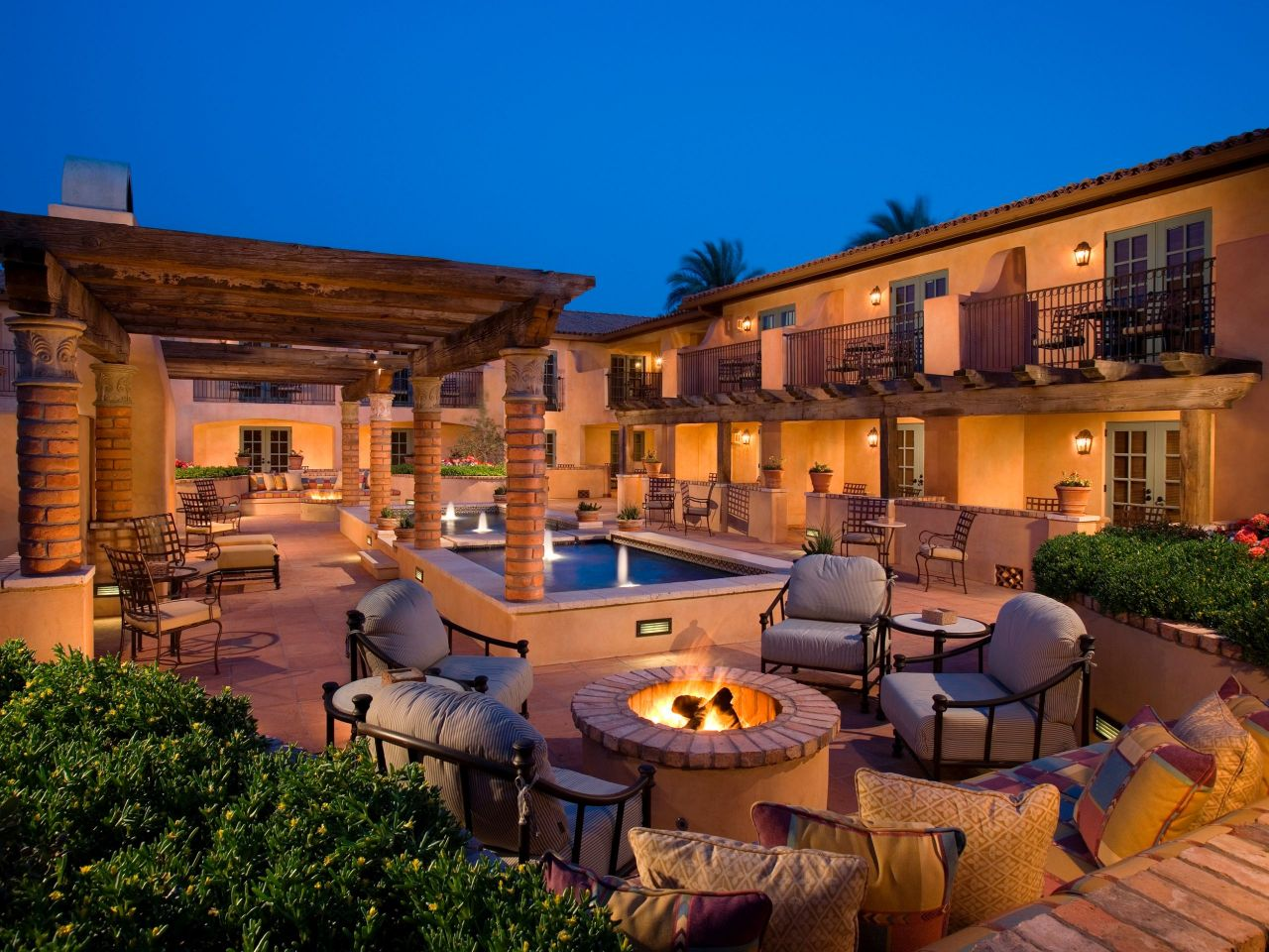 Luxury Phoenix Resort near Camelback Mountain Royal Palms