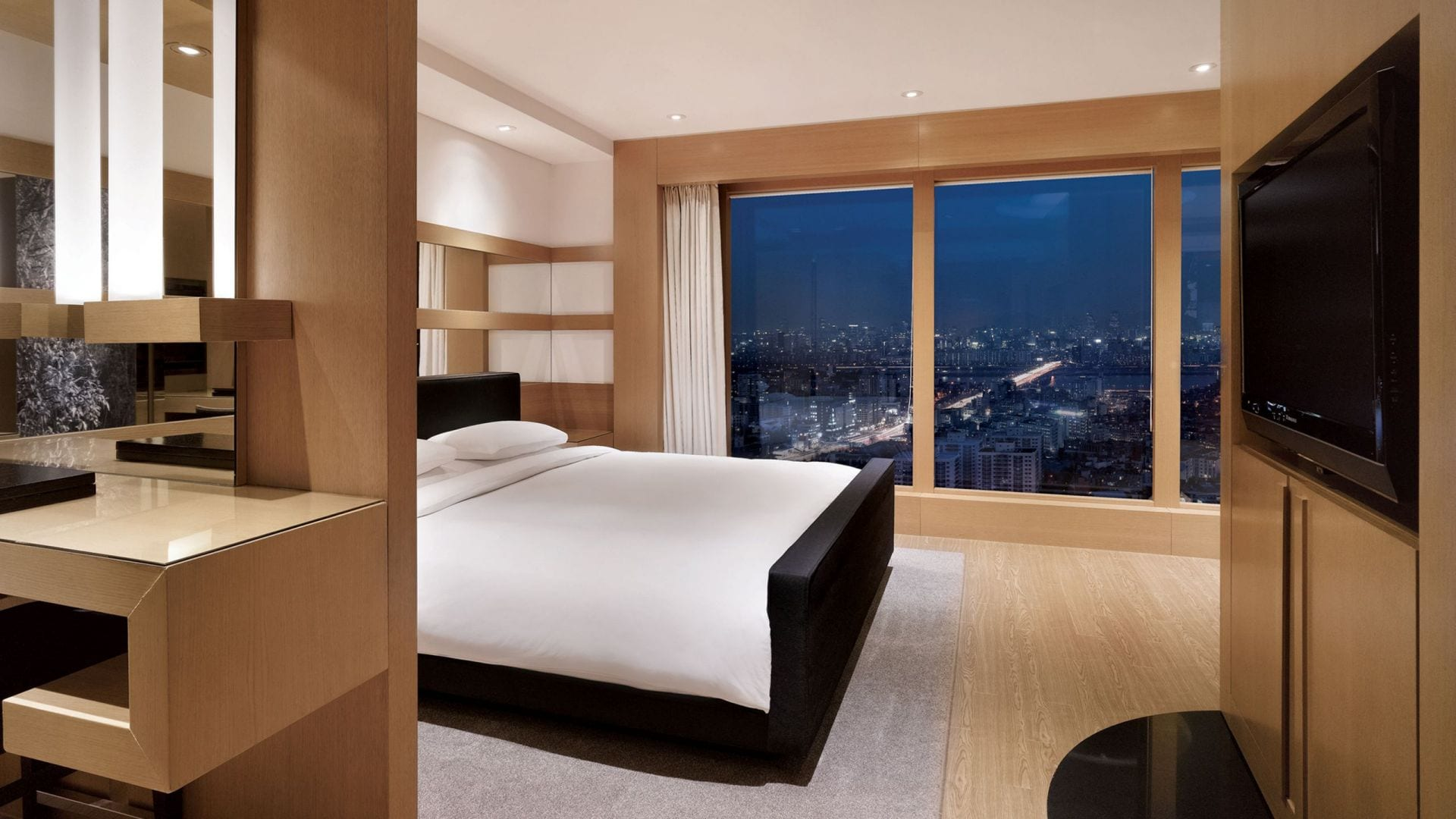 Grand-Suite-King-Night-Riverview