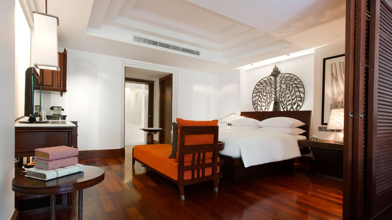 Luxury 5-star hotel in Siem Reap bedroom