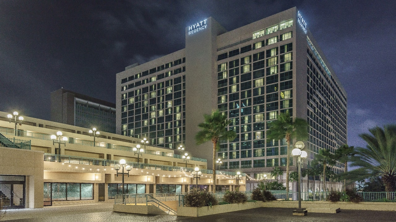 Exterior at Night Hyatt Regency Jacksonville Riverfront