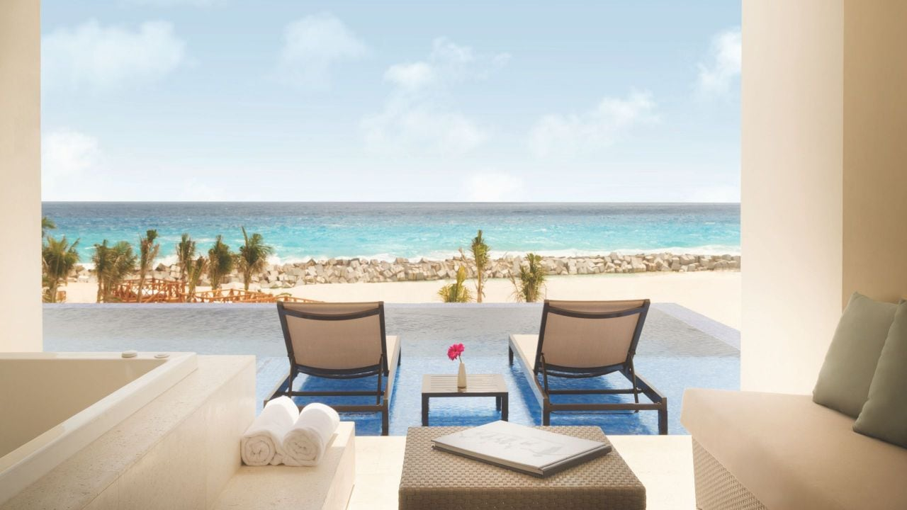 Turquoize Sky Swim Up Ocean Front Master Double View