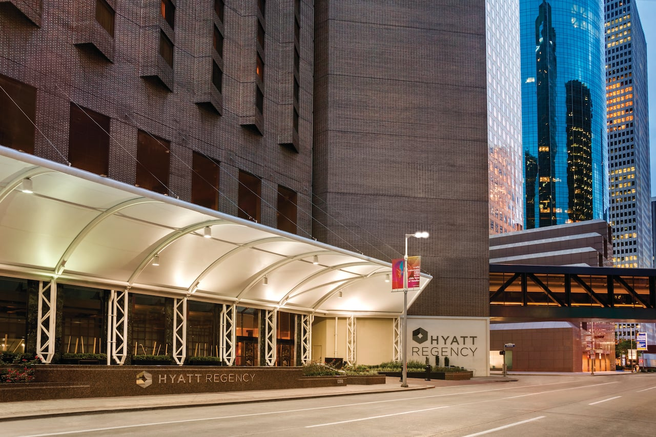 Hyatt Regency Houston Entrance