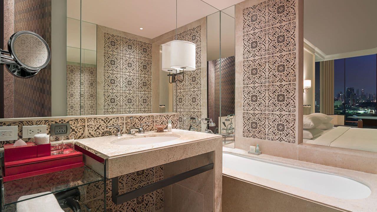 Grand View Room Bathroom