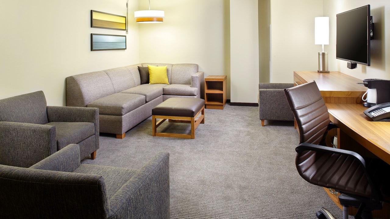 Queen Queen Suite Livingroom