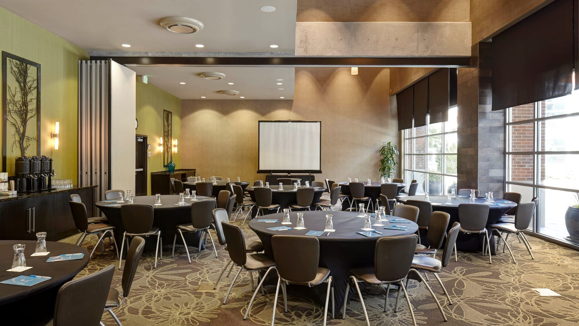 Corporate Round table setup