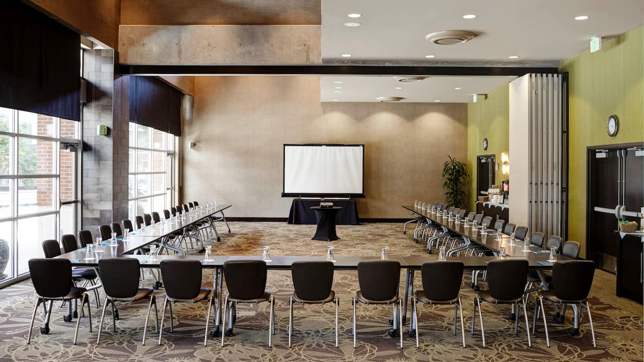 Modern Meeting Space in Redmond, WA – U-Shape Setup – Hyatt House Hotel Seattle/Redmond