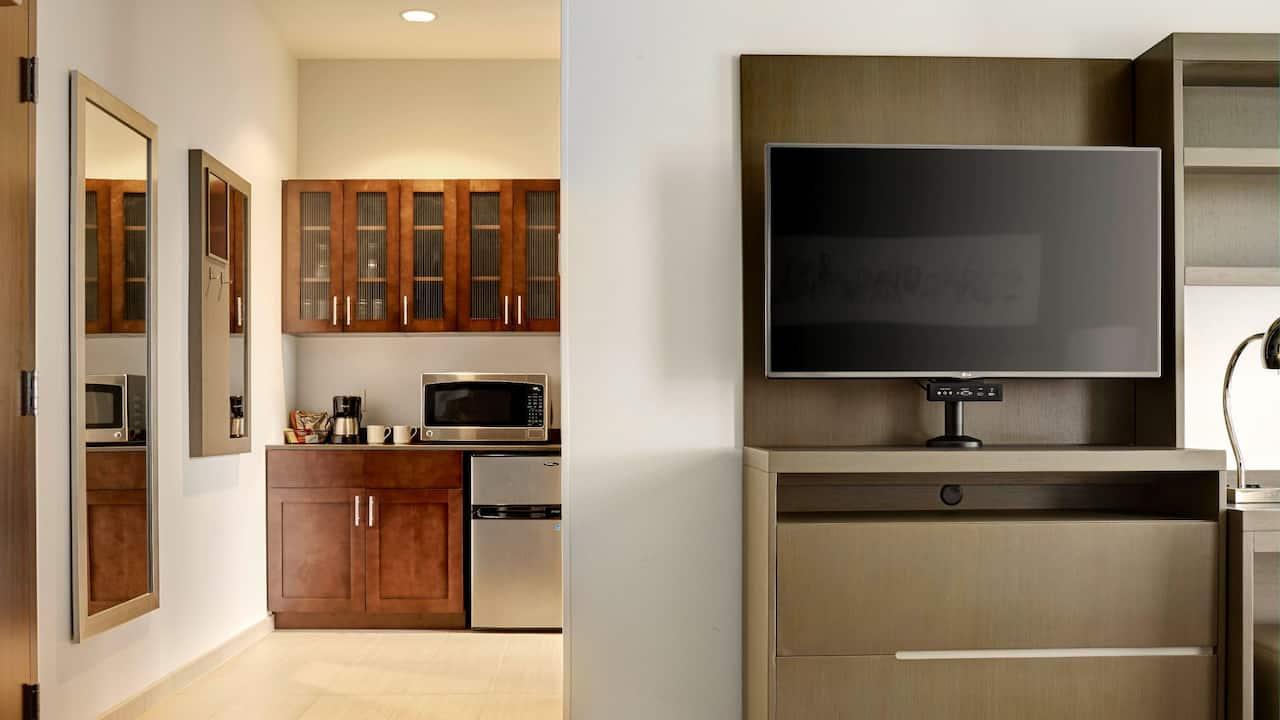 Redmond Hotel Studio Suite with Kitchen Amenities – King Guest Room – Hyatt House Seattle/Redmond