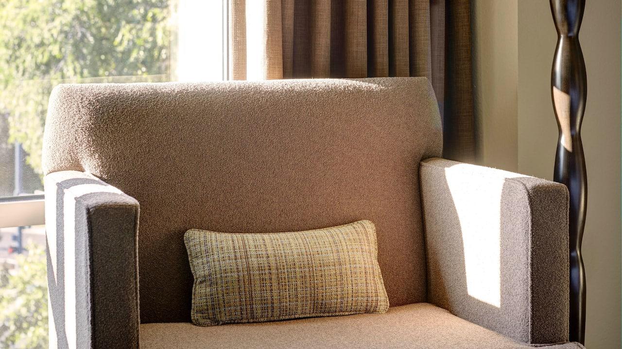 Hotel Room with Seating – Hyatt House Seattle/Redmond