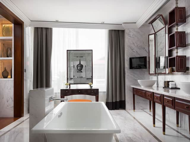 Luxury hotel in Siem Reap Deluxe bathroom