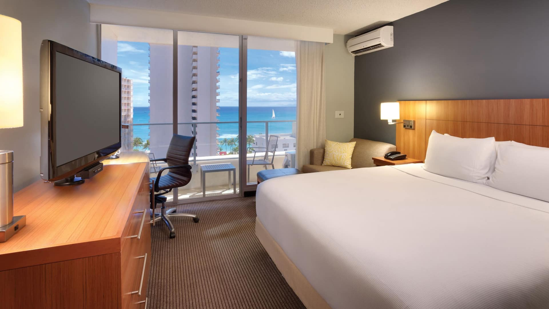 Hyatt Place Waikiki Beach guestroom