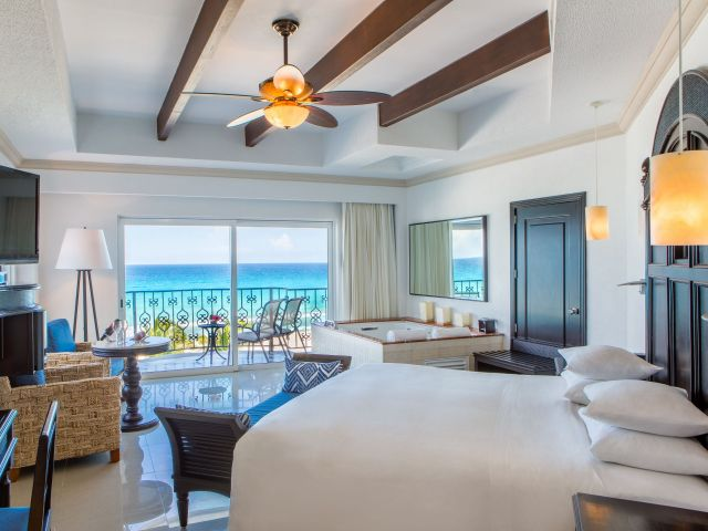 Ocean Front Luxury Suite King Room