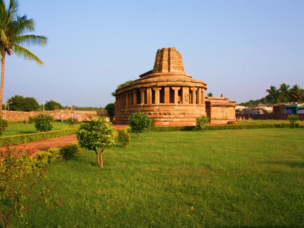 Local Attractions near Hampi - Aihole - Pattadakal