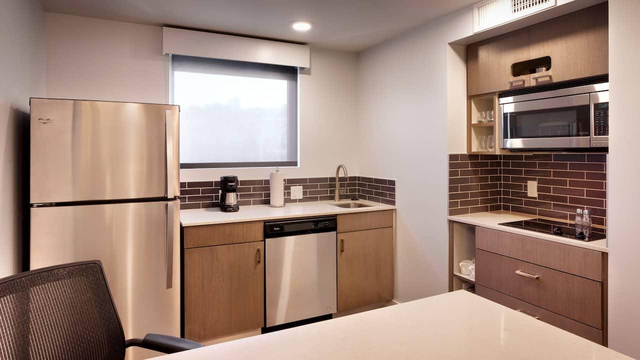 Downtown Portland Hotels with One Bedroom King Suite and Kitchen at Hyatt House Portland Downtown