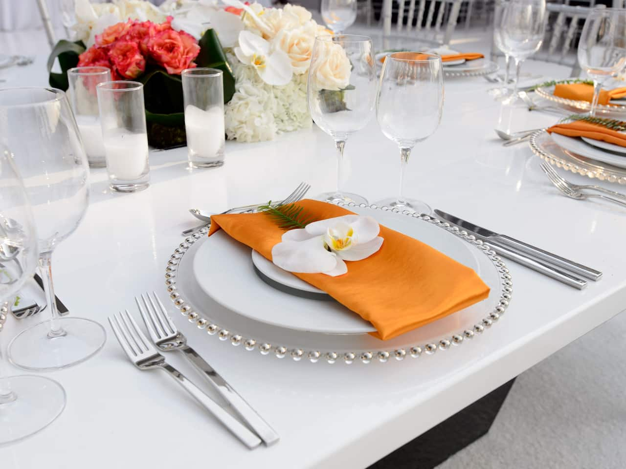 Decorated table for wedding reception at Hyatt Regency Los Angeles International Airport