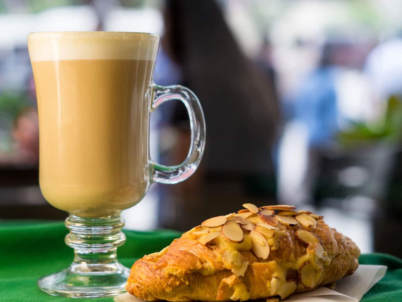Latte Croissant
