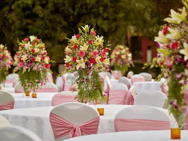 Grand Lawns Table Decor