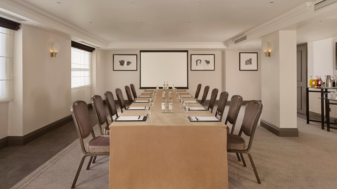 Spencer meeting room with projector at Hyatt Regency London The Churchill