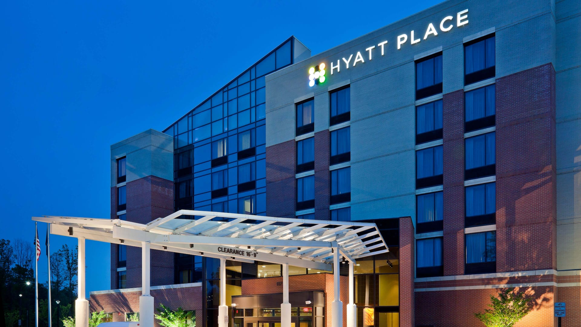Hyatt Place Herndon / Dulles Airport-East exterior, evening view of entrance