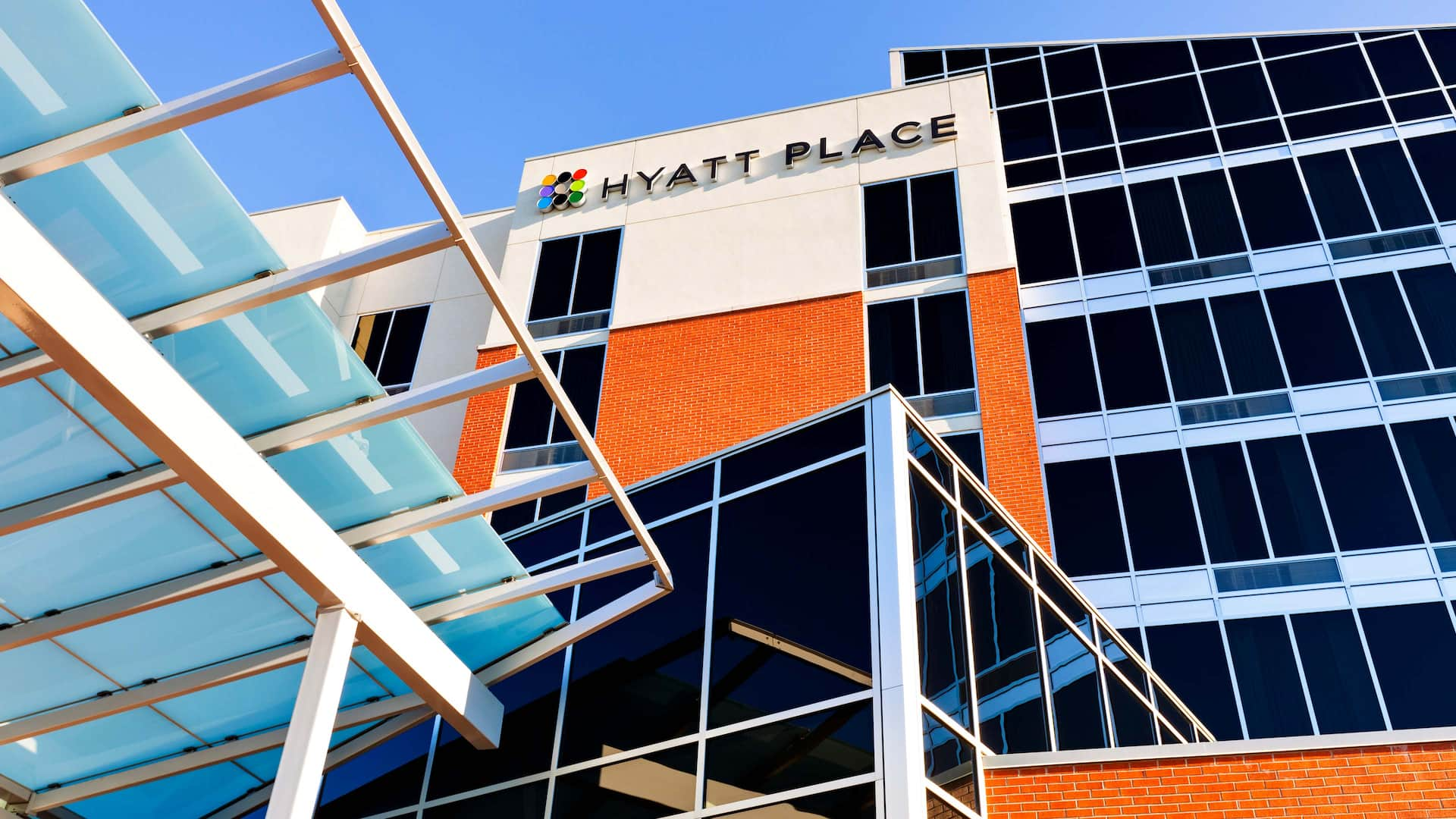 Hyatt Place Garden City Exterior Day