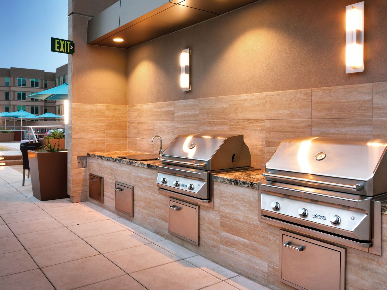 Hyatt House BBQ Area