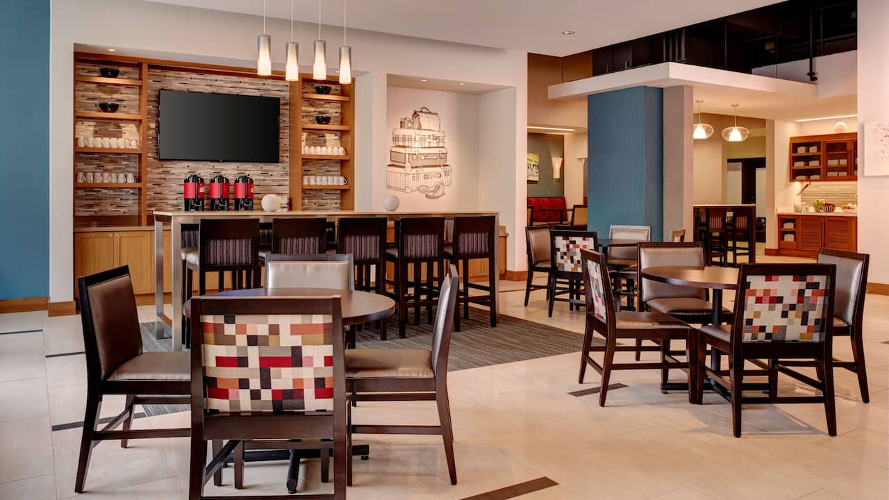 Arlington Hotel Breakfast with Free Coffee – Seating Area – Hyatt Place Arlington/Courthouse Plaza