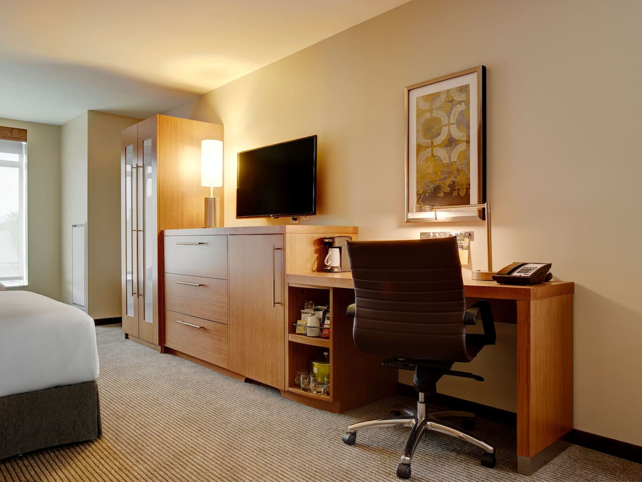 Hyatt Place Arlington/Courthouse Guest Room Desk