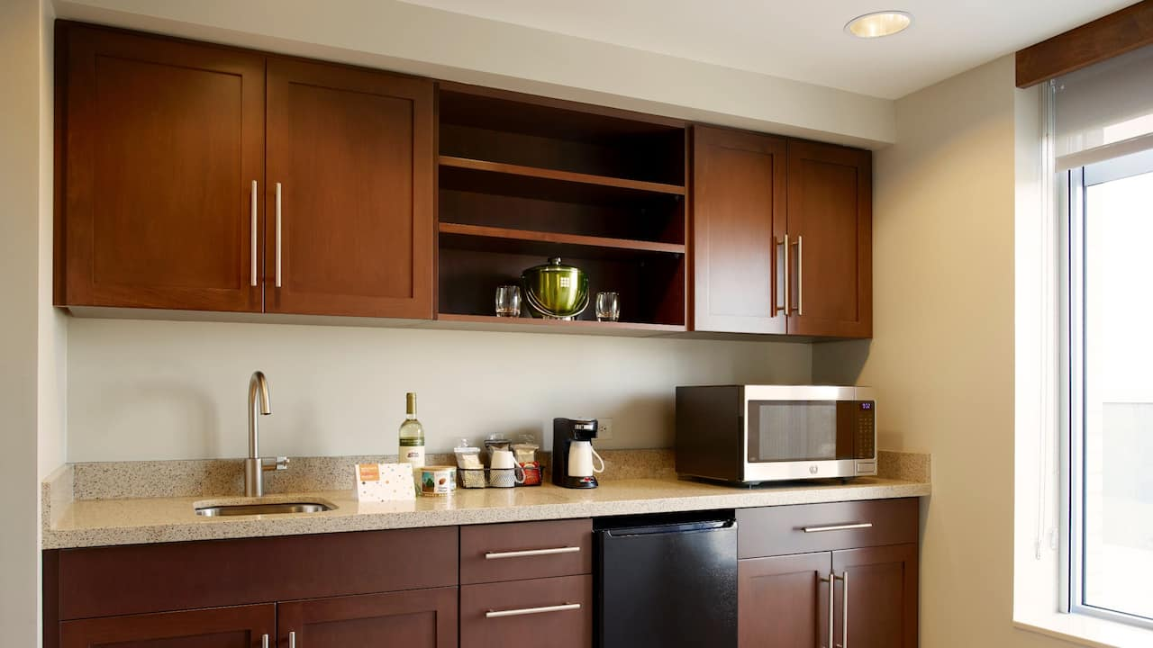 Arlington One Bedroom Suite Kitchenette – Hyatt Place Hotel Arlington/Courthouse Plaza