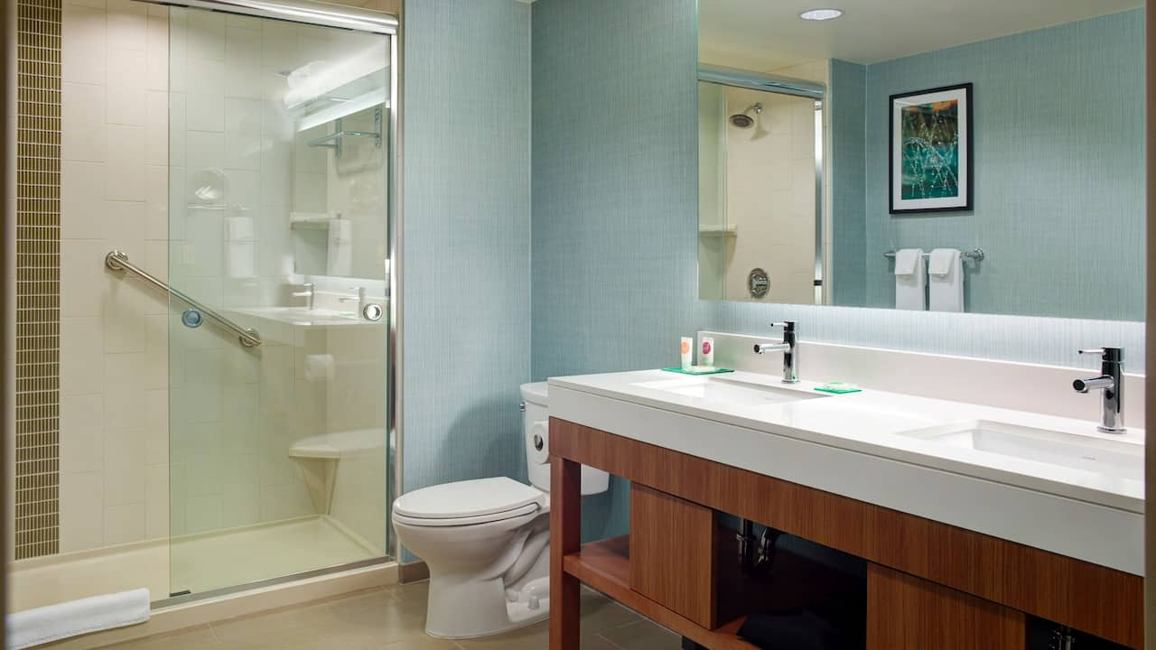 One-Bedroom Suite Bathroom - Hyatt Place Arlington/Courthouse Plaza