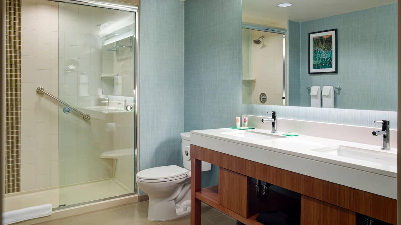 One-Bedroom Suite Bathroom - Hyatt Place Arlington/Courthouse Plaza
