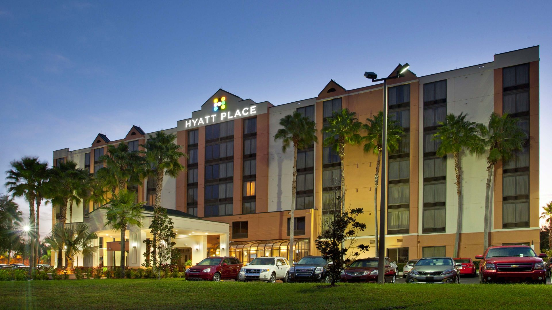 Hyatt Place across from Universal Orlando Resort™ exterior