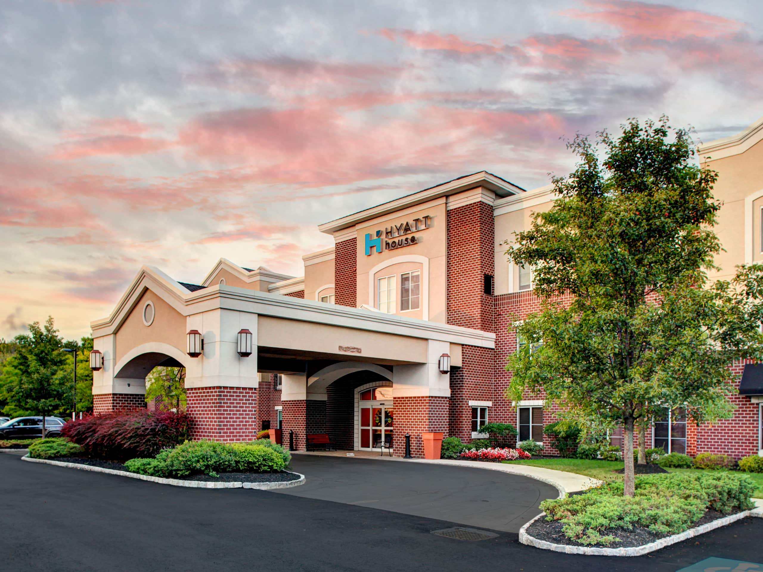 south inn and hotels hoteldetail us bentley near holidayinnexpress tulsa holiday suites tulbi hotel bixby college by en ihg express
