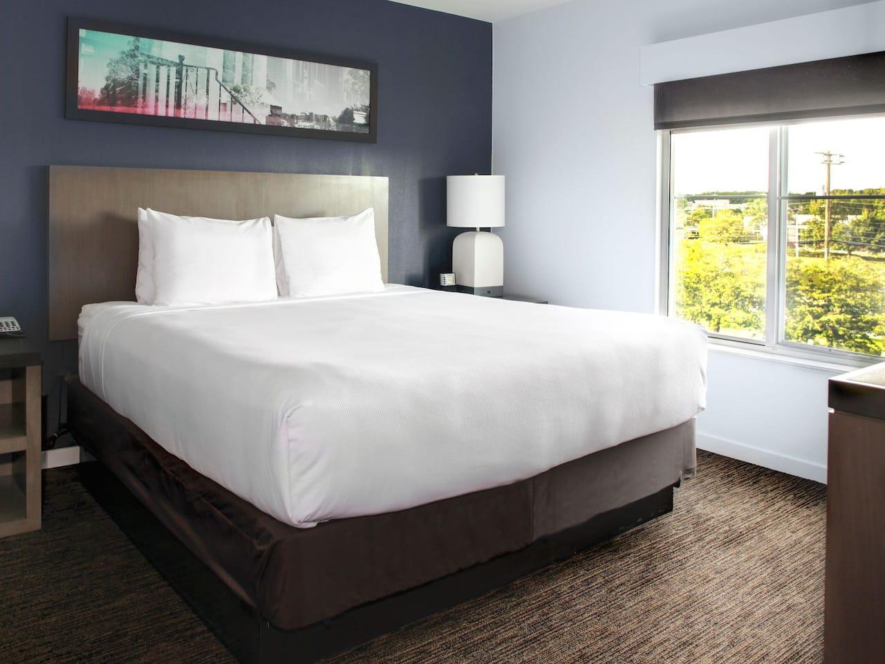 Guestroom king sized bed at Hyatt House Boston / Burlington