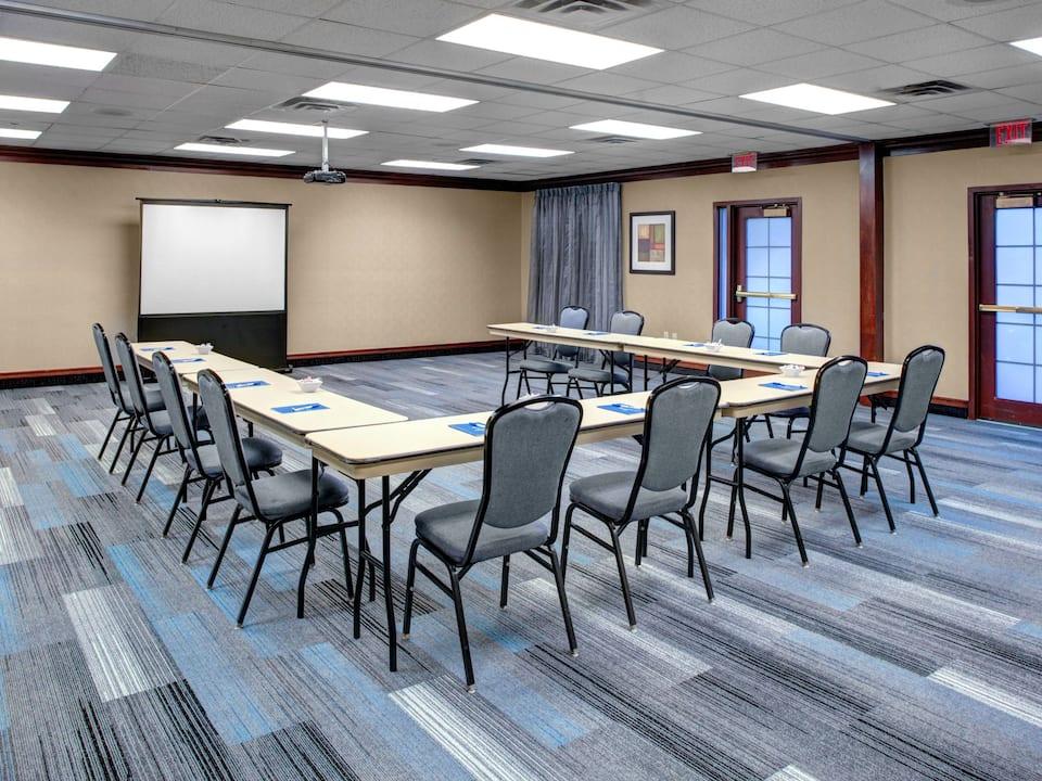 Meeting room space near Boston set up in u shape with projector at Hyatt House Boston / Burlington
