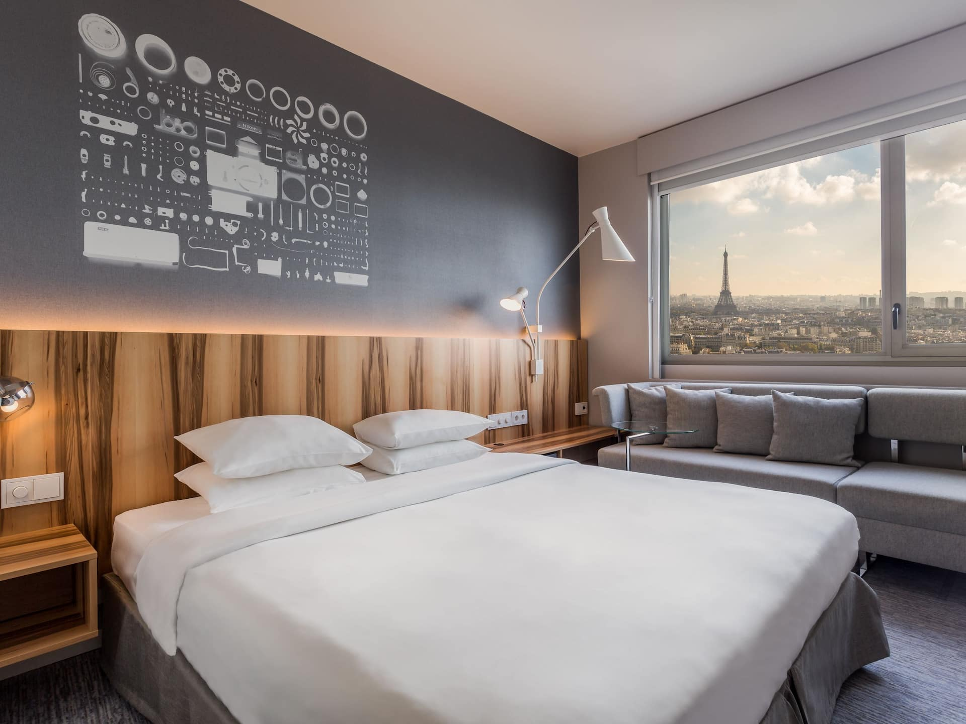 Deluxe King room with view over Paris at Hotel Hyatt Regency Paris Etoile