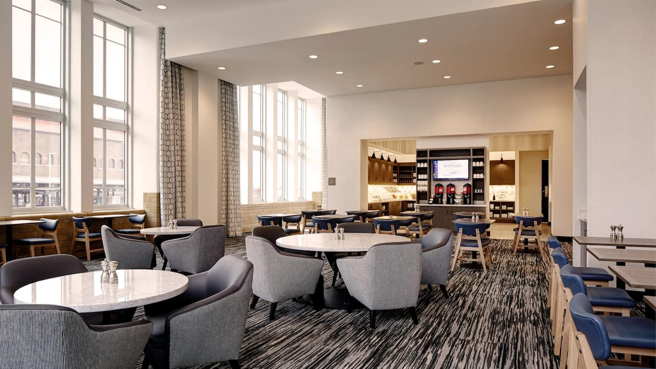 Breakfast seating area - Hyatt Place St. Paul/Downtown