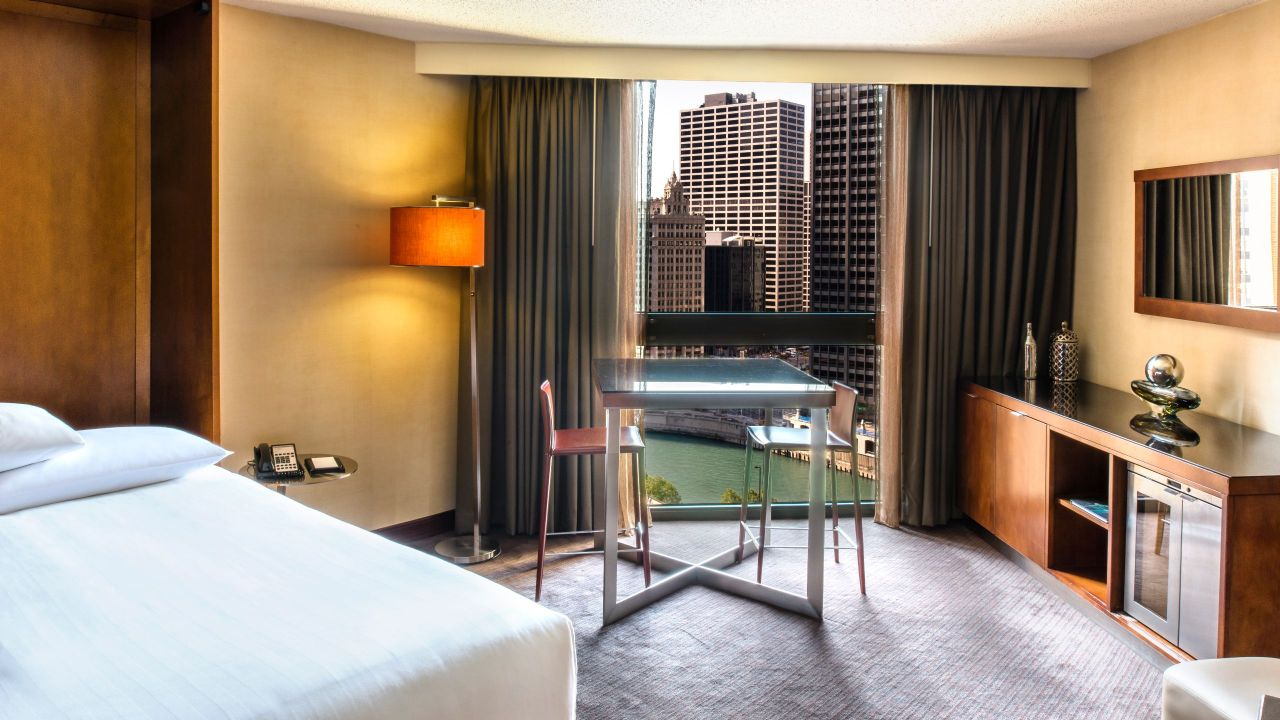 Downtown Chicago Hotel with One Bedroom and River View – Hyatt Regency Chicago