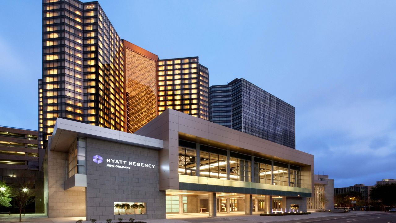 Downtown new orleans hotel hyatt regency new orleans for Hotels close to mercedes benz superdome