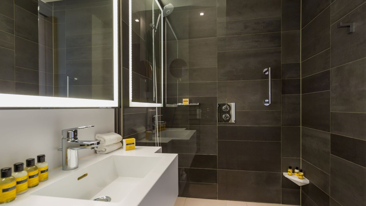 Deluxe Room bathroom at Hotel Hyatt Regency Paris Etoile
