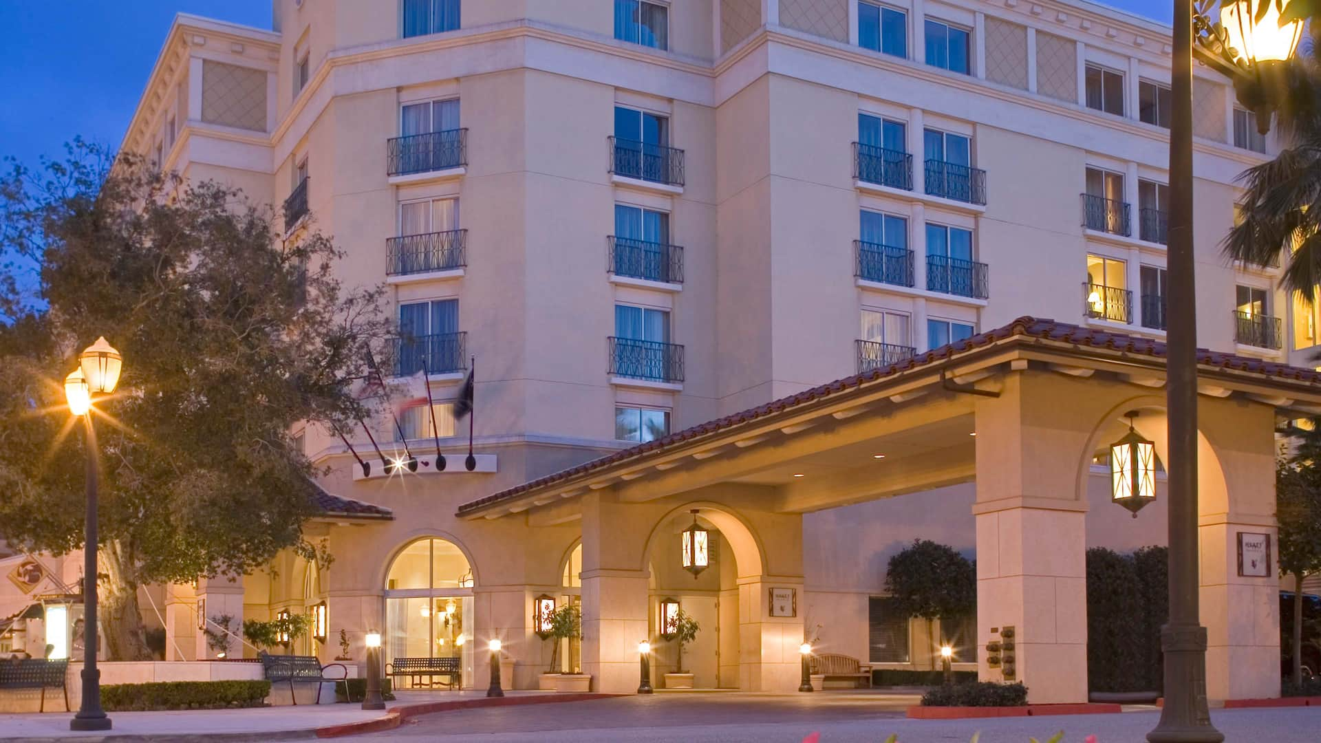 Valencia Hotel Exterior