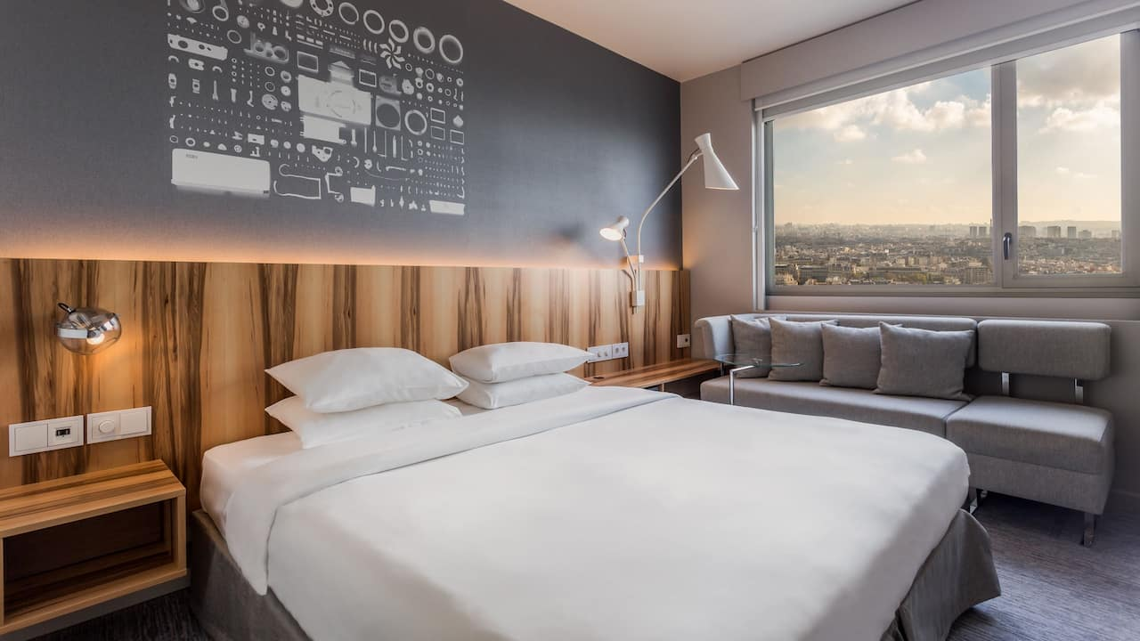 Deluxe King Room Paris View