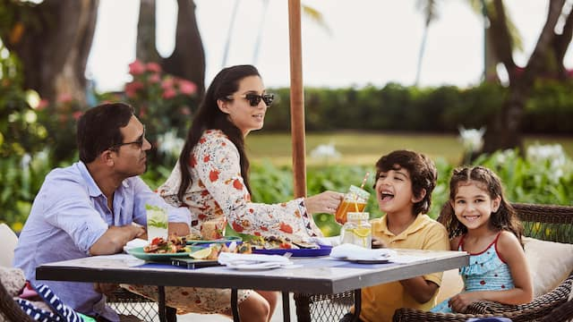 World-of-Hyatt-P053-Lifestyle-Food-and-Beverage-Family-Outdoor