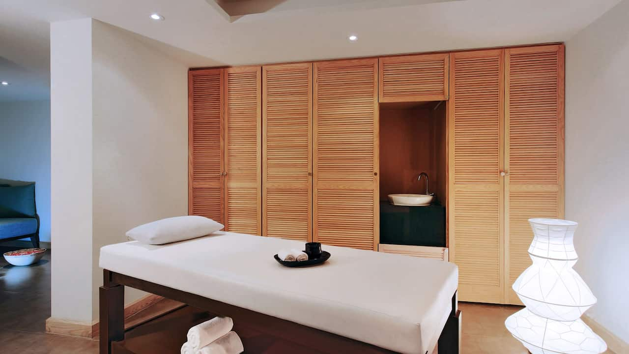 5-star Phuket hotel Spa Room