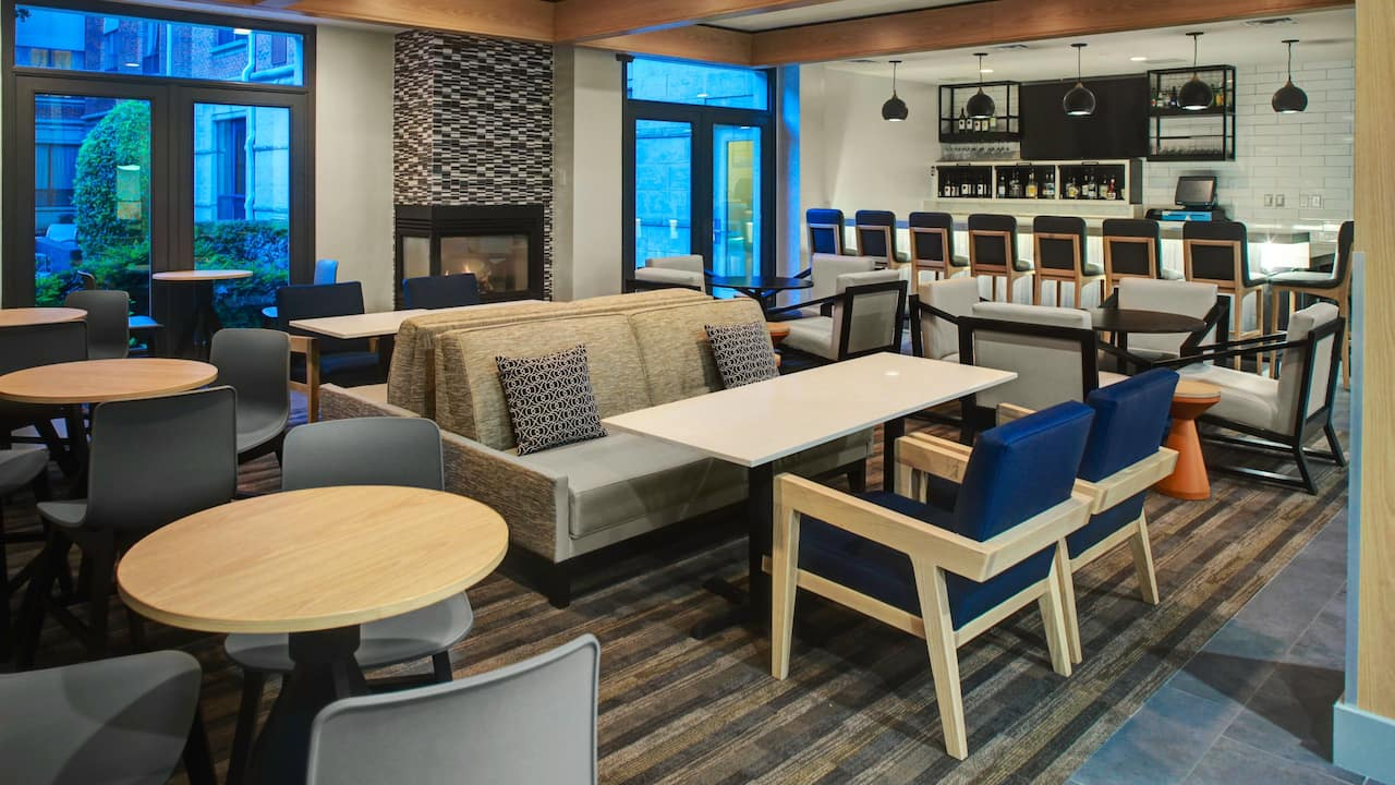 Hyatt House Dallas / Lincoln Park Bar