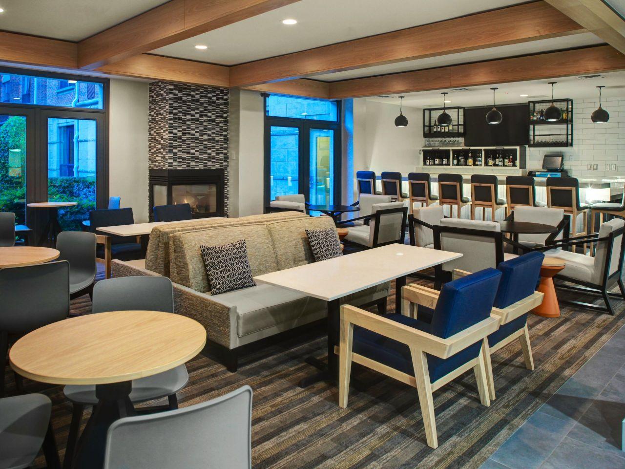 Hyatt House Dallas / Lincoln Park H Bar
